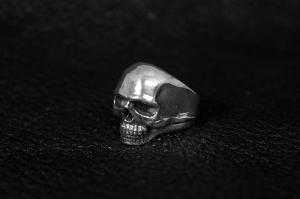 Кольцо из серебра  Череп
