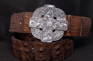 Ремень с серебряной пряжкой и кожей крокодила Руны винтаж