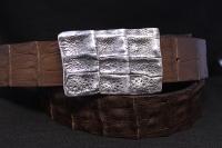 Ремень с серебряной пряжкой и кожей крокодила Риччи люкс